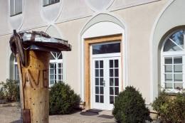AVEFLOR view of the old building - side entrance